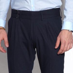 sötétkék csatos férfi nadrág